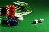 ID 3091816 | 녹색 테이블에 칩 | 높은 해상도 사진 | CLIPARTO