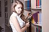 ID 3092754 | 도서관에서 아름 다운 소녀 | 높은 해상도 사진 | CLIPARTO