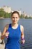 ID 3259398 | Junge Frau mit Gewichten in der Natur bewegen | Foto mit hoher Auflösung | CLIPARTO