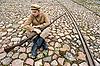ID 3168378 | Żołnierz z kotła i pistoletem w stylu retro | Foto stockowe wysokiej rozdzielczości | KLIPARTO