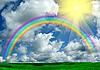 彩虹,阳光,云层和绿草 | 免版税照片