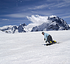 Snowboarder descends slope | Stock Foto