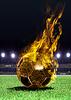 Огненный футбольный мяч на поле | Фото