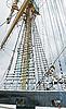 Stare maszty statków żaglowych i żagle i olinowanie | Stock Foto