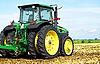 ID 3140683 | Traktor auf einem Feld | Foto mit hoher Auflösung | CLIPARTO