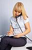 ID 3145649 | Sekretär nimmt Anrufe beim Sitzen auf Tisch | Foto mit hoher Auflösung | CLIPARTO