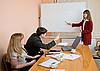 ID 3147418 | Młoda kobieta mówić na posiedzeniu | Foto stockowe wysokiej rozdzielczości | KLIPARTO