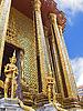 卫队的寺庙在曼谷的玉佛寺 | 免版税照片