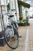 ID 3318877 | Fahrrad in der Nähe eines Geschäfts in Gorinchem geparkt | Foto mit hoher Auflösung | CLIPARTO