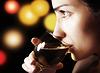 와인의 유리와 소녀 | Stock Foto