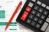Kalkulator, długopis i raporty finansowe | Stock Foto