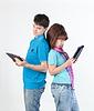 태블릿 PC와 함께 젊은 부부 | Stock Foto