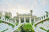 Pabellón decorado con mosaicos en el Parque Güell | Foto de stock
