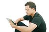 Школа мальчик с электронным планшетом сидит в пол | Фото