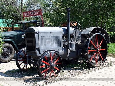 Stare niebieski ciągnik | Foto stockowe wysokiej rozdzielczości |ID 3012187