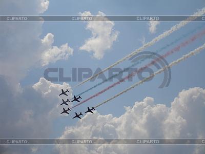 Red Arrows on Hawk T1 with smoke trace | Foto stockowe wysokiej rozdzielczości |ID 3369733