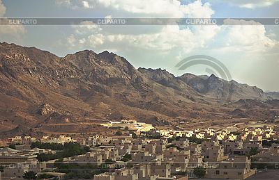 Wioska na Bliskim Wschodzie, w pobliżu gór | Foto stockowe wysokiej rozdzielczości |ID 3014046