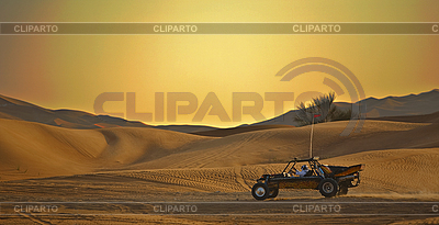 赛车在沙漠中 | 高分辨率照片 |ID 3014048