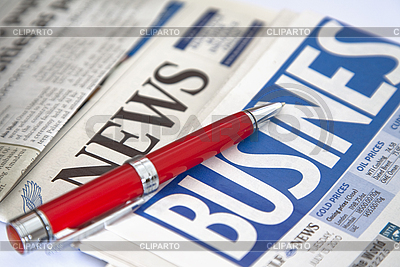 Roter Kugelschreiber auf Wirtschaftszeitung | Foto mit hoher Auflösung |ID 3015788