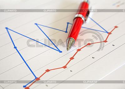 Roter Kugelschreiber und Diagramm | Foto mit hoher Auflösung |ID 3015790