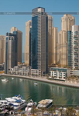 Miasto scape w lecie. Dubai Marina | Foto stockowe wysokiej rozdzielczości |ID 3015810