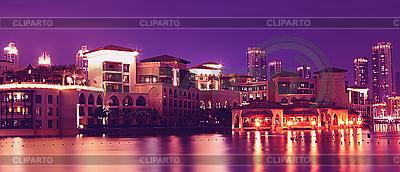 Luxushotel in der Nacht | Foto mit hoher Auflösung |ID 3016541