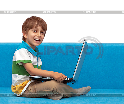 Chłopiec z laptopem | Foto stockowe wysokiej rozdzielczości |ID 3013312