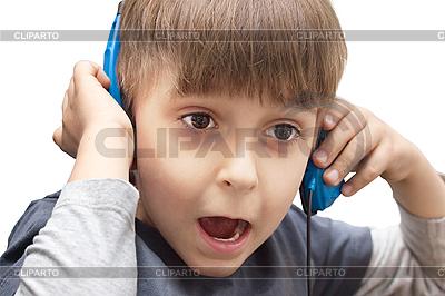 Portret chłopca ze słuchawkami | Foto stockowe wysokiej rozdzielczości |ID 3014006