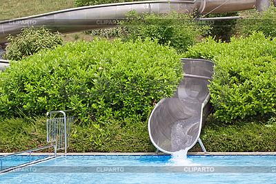 Basen dla dzieci ze zjeżdżalnią | Foto stockowe wysokiej rozdzielczości |ID 3014421