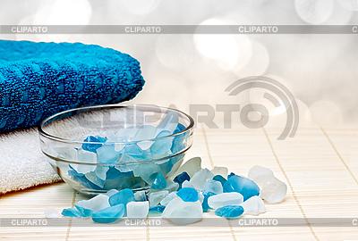 Handtuch und Badesalz | Foto mit hoher Auflösung |ID 3014570
