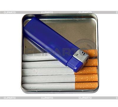 Zigaretten und Feuerzeug | Foto mit hoher Auflösung |ID 3018755