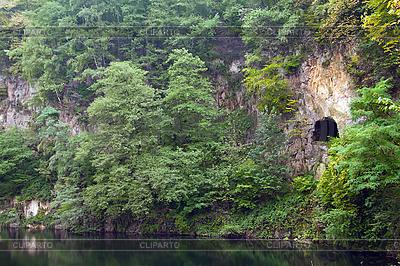 Jezioro w skałach | Foto stockowe wysokiej rozdzielczości |ID 3018946