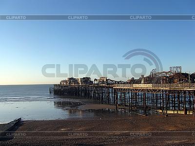Ausgebrannter Pier. England. | Foto mit hoher Auflösung |ID 3019072