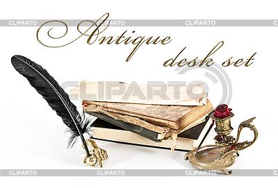 Antique zestaw biurko i książki | Foto stockowe wysokiej rozdzielczości |ID 3023750