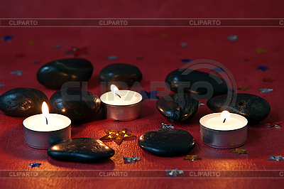 Kerzen und schwarze Steine   Foto mit hoher Auflösung  ID 3074427