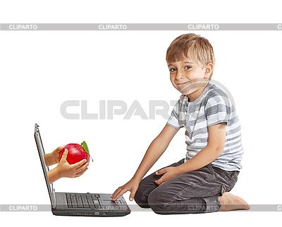 Ręka z jabłkiem z ekranu komputera | Foto stockowe wysokiej rozdzielczości |ID 3077625