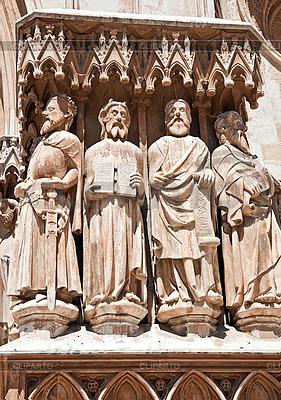 Postaci świętych w katedrze katolickiej | Foto stockowe wysokiej rozdzielczości |ID 3107184