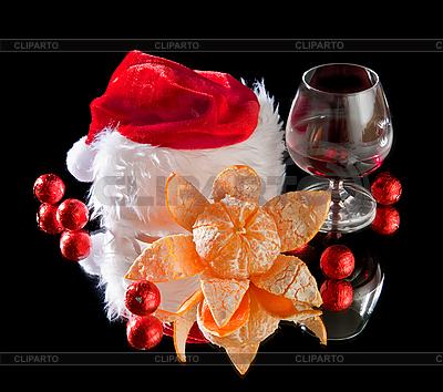 Gläser Wein, Mandarine und rote Weihnachtsmütze | Foto mit hoher Auflösung |ID 3116141
