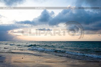 Ruhiger Ozean während Sonnenaufgang | Foto mit hoher Auflösung |ID 3015379