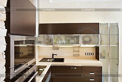 现代厨房内配有硬木家具 | 高分辨率照片 |ID 3016760