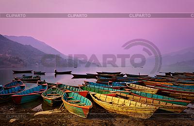 Красивый пейзаж, сумерки с лодками на озере Фева | Фото большого размера |ID 3017031