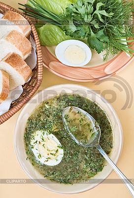 Zielona zupa z kurczaka z jajkiem | Foto stockowe wysokiej rozdzielczości |ID 3017207