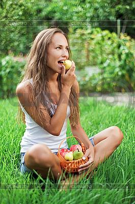Schöne Frau isst Birne | Foto mit hoher Auflösung |ID 3017234
