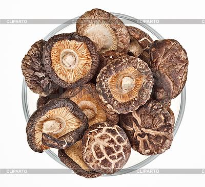 Suszone grzyby polowe w szklanej miseczki wyizolowanych na białym tle | Foto stockowe wysokiej rozdzielczości |ID 3024462