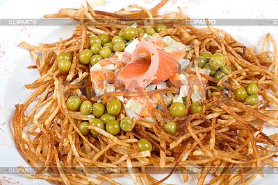연어 물고기 근접 촬영 러시아어 샐러드 | 높은 해상도 사진 |ID 3020128