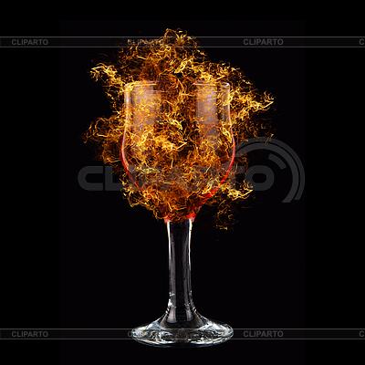 Czerwone wino w pożaru | Foto stockowe wysokiej rozdzielczości |ID 3021254