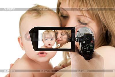 Mutter mit Baby am Camcorder | Foto mit hoher Auflösung |ID 3027455