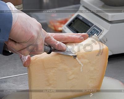 Krojenia sera | Foto stockowe wysokiej rozdzielczości |ID 3027588