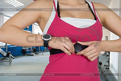 Frau mit Uhr für Puls-Überprüfung | Foto mit hoher Auflösung |ID 3028583