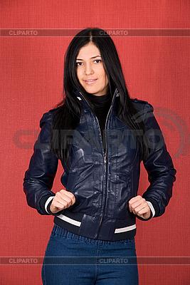 Dziewczyna w płaszczu | Foto stockowe wysokiej rozdzielczości |ID 3034912